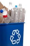 Recicl pode com recyclables fotografia de stock royalty free