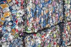 Reciclagem do pacote das latas de alumínio Imagem de Stock Royalty Free
