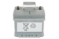 Reciclaje de baterías de plomo, aislado en el fondo blanco Imagenes de archivo