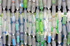 Reciclaje de las botellas de agua Foto de archivo