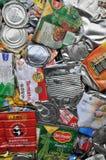 Reciclaje de las latas Foto de archivo