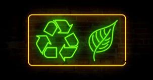 Reciclaje de símbolo con la hoja almacen de video