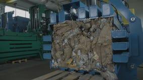 Reciclaje de un papel almacen de video