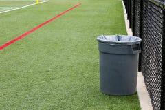 Reciclaje del bote de basura Foto de archivo libre de regalías
