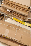Reciclaje que espera de la cartulina vieja para. Imagen de archivo