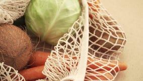 Reciclando el bolso de secuencia de la malla por completo de verduras y de frutas, eco frindly ning?n concepto pl?stico 4k almacen de video