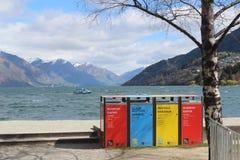 Reciclando en Nueva Zelanda, compartimientos de polvo, basura, desperdicios foto de archivo libre de regalías