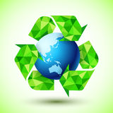 Reciclando o símbolo com globo azul ilustração royalty free