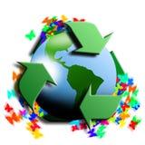 Reciclando símbolo con tierra en el centro Imagenes de archivo
