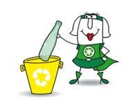 Reciclando uma garrafa plástica com Karen Imagens de Stock