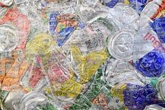 Recicle das latas de alumínio esmagadas foto de stock royalty free