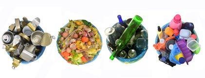 Recicle de latas, de estiércol vegetal, de vidrio y de plástico imagen de archivo libre de regalías
