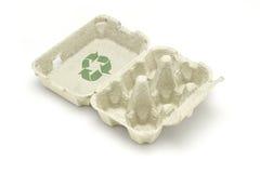 Recicle el símbolo en el cartón del huevo Foto de archivo libre de regalías
