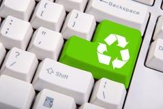 Recicle el símbolo en el teclado de ordenador Imágenes de archivo libres de regalías