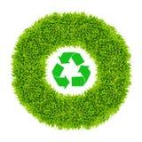 Recicle firman adentro el círculo de la hierba verde Fotografía de archivo libre de regalías