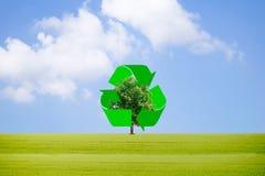 Recicle la basura para proteger el ambiente y los árboles Fotografía de archivo