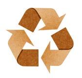 Recicle la insignia de reciclan el documento sobre blanco Fotografía de archivo libre de regalías