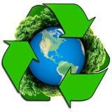 Recicle o logotipo com árvore e terra O globo de Eco com recicla sinais Planeta da ecologia com com as árvores ao redor Terra de  Fotografia de Stock