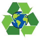 Recicle o símbolo com terra do planeta Fotos de Stock Royalty Free
