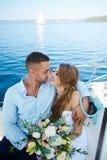 Recienes casados amorosos Imagen de archivo libre de regalías