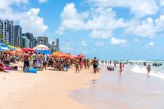 Recife, boa Viagem plaża, Pernambuco Brazylia, Styczeń, -, 2019: Lato przy plażą fotografia stock