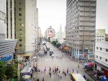 Recife, Brazilië - Januari 5, 2019 Mensen die op straat lopen stock foto's