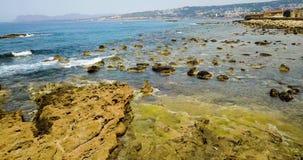 Recife de corais bonito na maré baixa em greece fotografia de stock