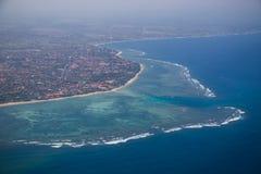 Recife e vila marinhos do ar Fotos de Stock