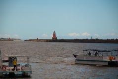 RECIFE, PERNAMBUCO, BRASILE: Faro sull'orizzonte Bello paesaggio immagini stock libere da diritti