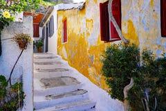 Recinto colorido de Plaka Anafiotika, Atenas, Grecia Fotos de archivo libres de regalías