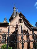Recinto del ferro battuto recintato chiesa Fotografie Stock Libere da Diritti
