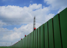 Recinto della costruzione e palo elettrico Immagine Stock Libera da Diritti