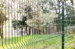 Recinto di filo metallico verde Fotografie Stock Libere da Diritti
