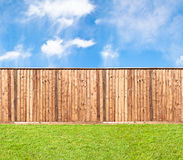 Recinto di legno all'erba Immagine Stock