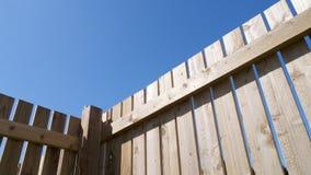Recinto di legno con cielo blu Immagine Stock Libera da Diritti