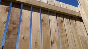 Recinto di legno con cielo blu Immagini Stock Libere da Diritti