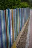 Recinto di legno del giardino colorfully dipinto Immagini Stock Libere da Diritti