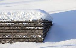 Recinto di legno della copertura di neve Fotografie Stock