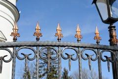 Recinto forgiato decorativo con gli ornamenti Fotografie Stock