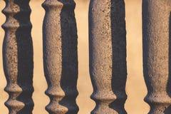 Recinto rhythmed concreto con i fori e le ombre immagini stock libere da diritti