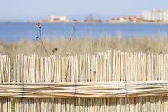 Recinto ricoperto di paglia su un lago di sale Fotografie Stock