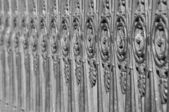 Recinzione antica dall'acciaio vecchio di colore grigio Immagine Stock Libera da Diritti