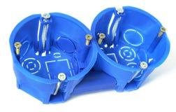 Recinzioni di plastica dielettriche per gli sbocchi e lo switche elettrici fotografie stock libere da diritti