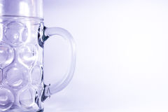 Recipiente alemão da cerveja de Masskrug caneca do vidro de um Oktoberfest de dois litros Foto de Stock Royalty Free