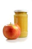 Recipiente com compota da maçã Fotografia de Stock