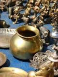 Recipiente de cobre amarillo Foto de archivo libre de regalías