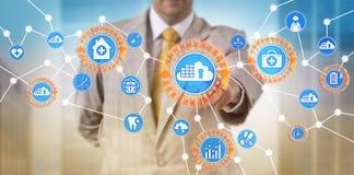 Recipiente de Using Secure Cloud do gerente dos cuidados médicos Imagem de Stock Royalty Free