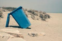 Recipiente dell'impennata sulla costa sabbiosa Fotografie Stock
