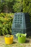 Recipiente di composta in un giardino Fotografia Stock