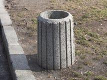 Recipiente di pietra dei rifiuti del contenitore di rifiuti dell'immondizia Fotografie Stock Libere da Diritti
